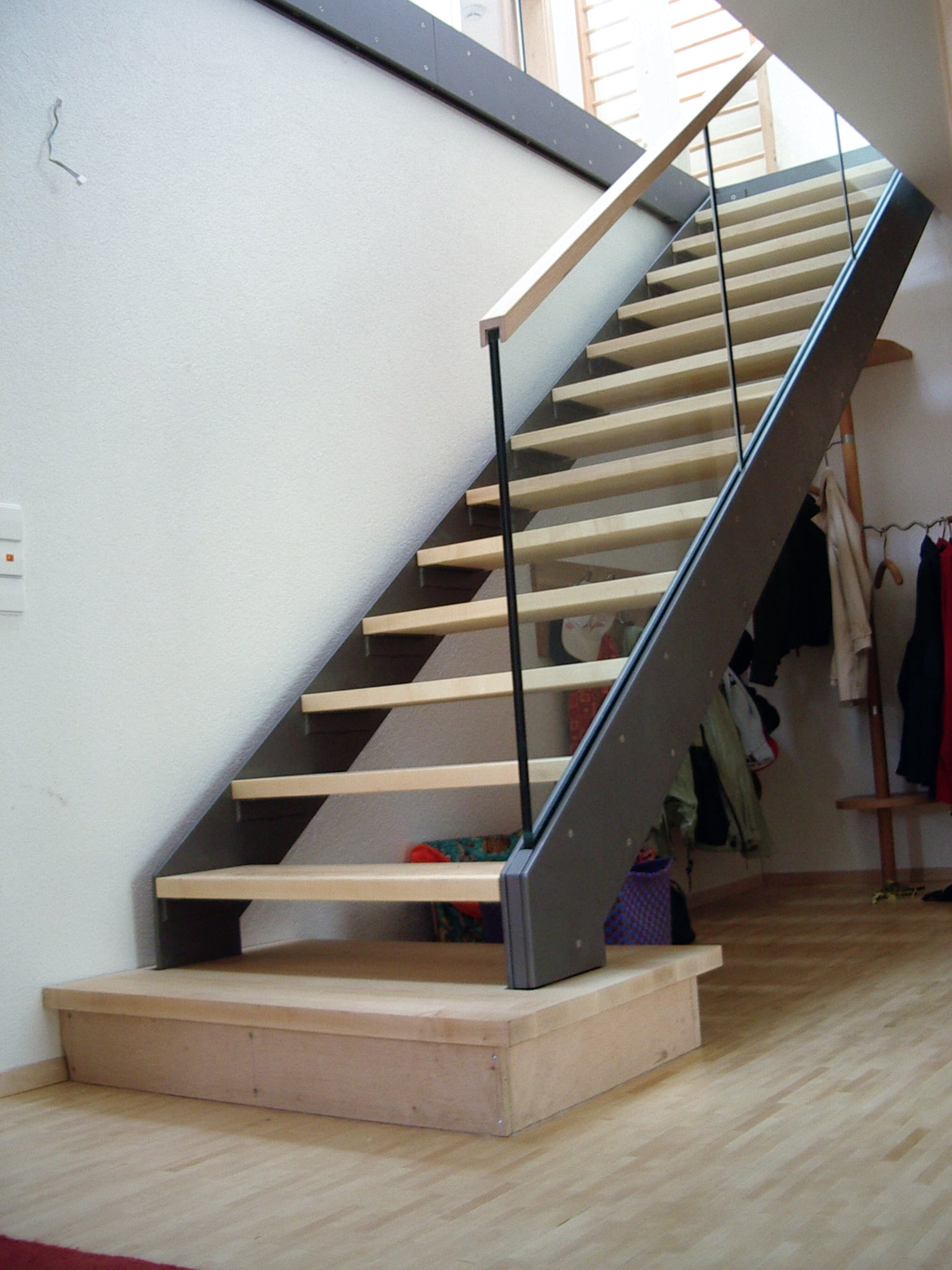 Treppe Holz und Stahl